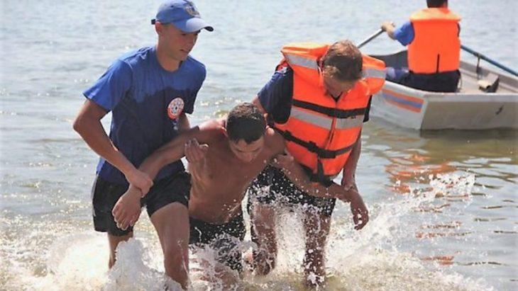 Рятувальники не допустили до купання нетверезих прикарпатців